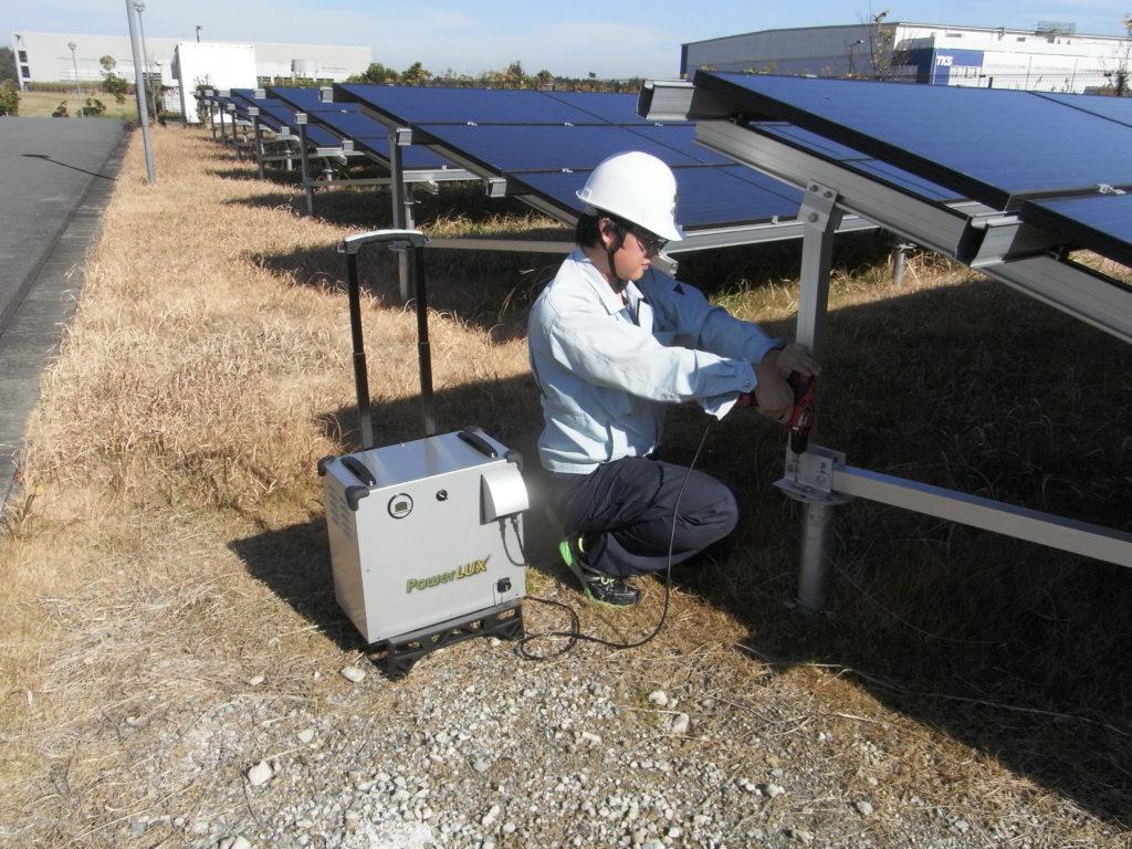 山奥の野立て太陽光発電所の検査機器の電源として活用